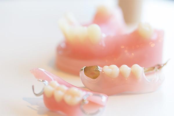 保険診療の入れ歯から、精密な自費診療の入れ歯までしっかり対応